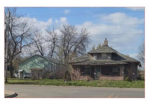 Home for Sale in Centerville, IA.