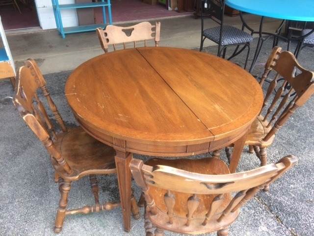Round dinning table in bowie montague county texas for Furniture kitsap county